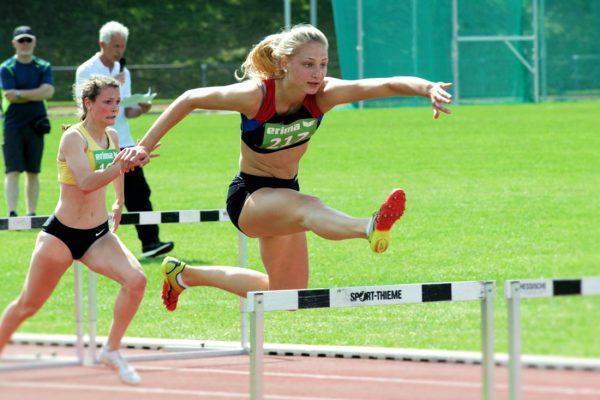 Jessica Suschlik gewinnt den 100m Hürden Lauf in Flieden 2016